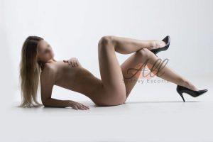 https://australiacracker.com.au/wp-content/uploads/2019/08/escort-Sydney-2_selena-laying-on-ground-naked-300x200.jpg