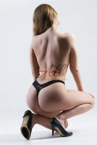 https://australiacracker.com.au/wp-content/uploads/2019/08/escort-Sydney-selena-topless-200x300.jpg